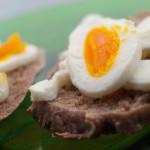 rundstykker med egg
