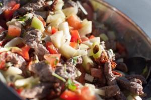 salat med biff og fennikel