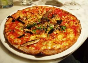 Grov pizzabunn av surdeig (uten gjær)